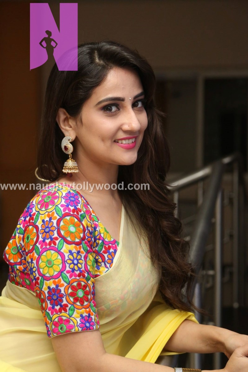 Anchor Manjusha yellow saree - glam pics
