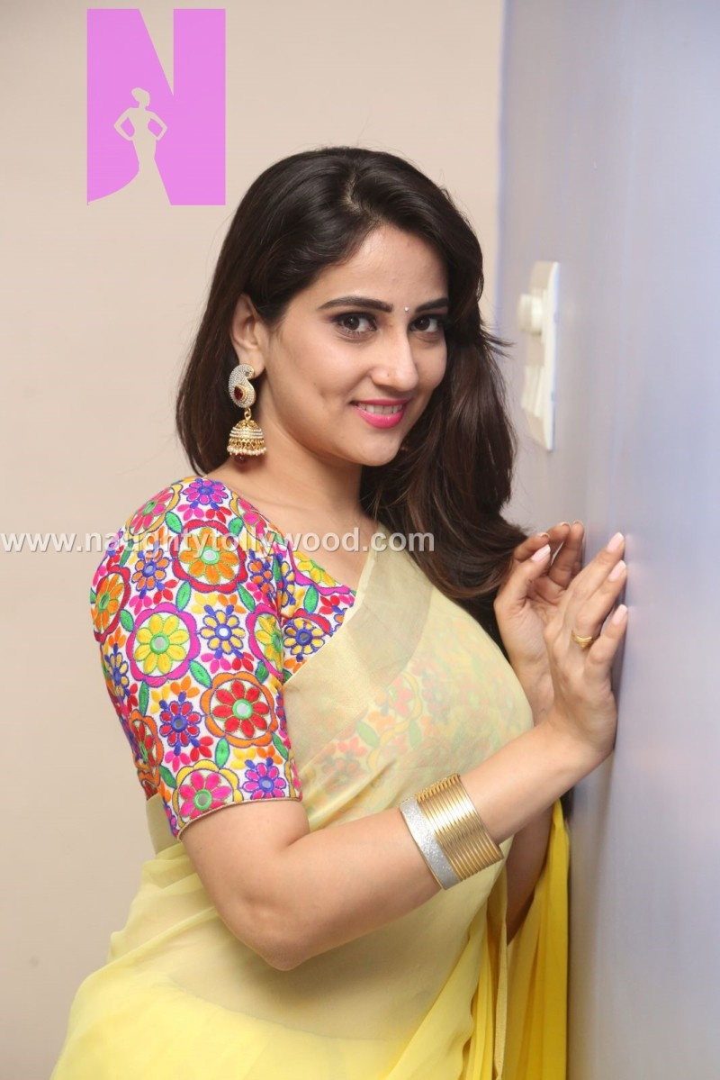 Anchor manjusha hot in yellow saree HD photos - special feature