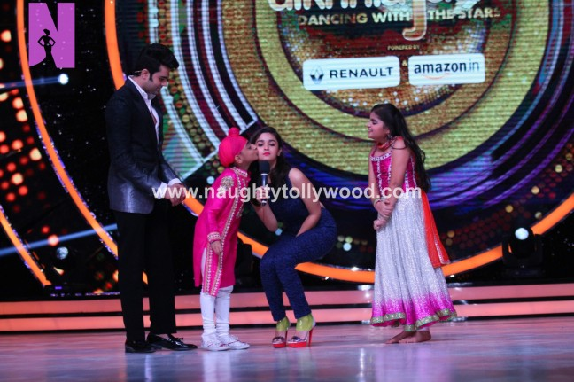 alia-bhatts-appearance-on-jhalak-dikhhla-jaa-13