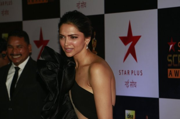 deepika-padukone-hot-in-black-12