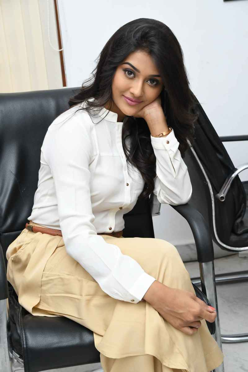 gorgeous #PoojaJhaveri latest gallery
