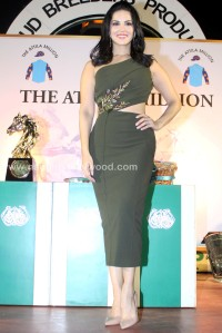 sunny-leone-attends-the-atilla-million-race-by-kishore-dhingra