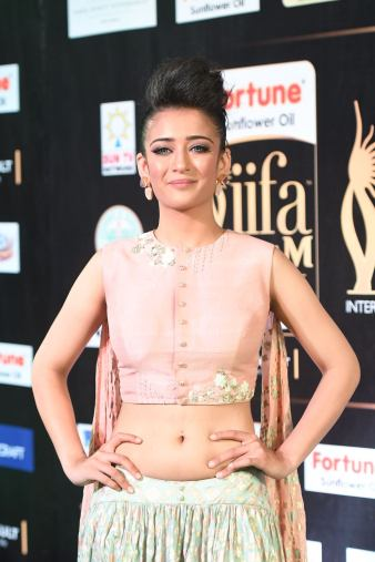akshara hassan hot at iifa awards 2017Akshara Hassan (16)