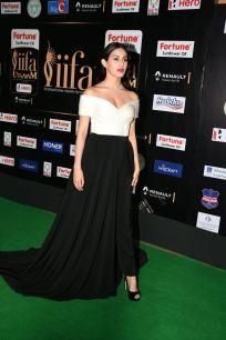 amyra dastur hot at iifa awards 2017 MGK_16140001