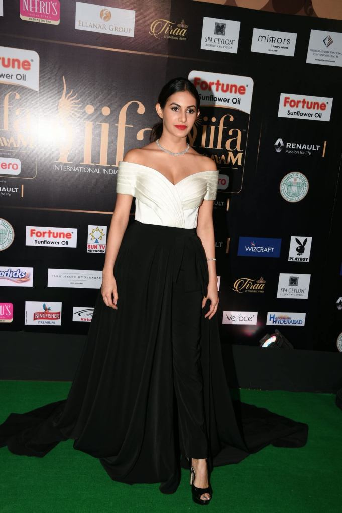 amyra dastur hot at iifa awards 2017 MGK_16180004