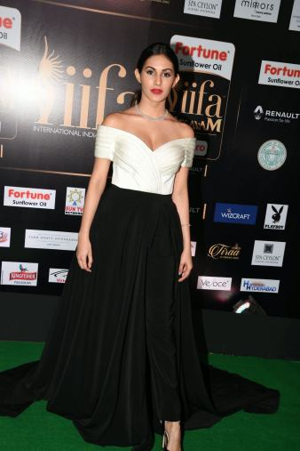 amyra dastur hot at iifa awards 2017 MGK_16210007