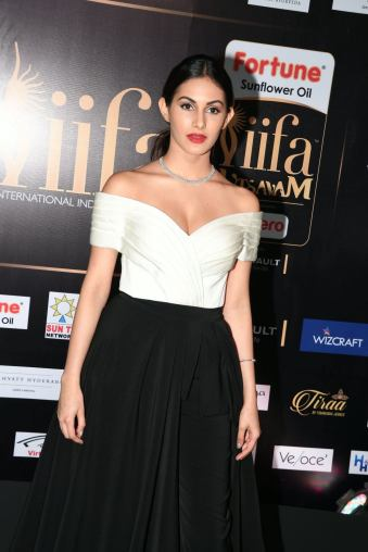 amyra dastur hot at iifa awards 2017 MGK_16230009