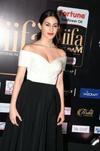 amyra dastur hot at iifa awards 2017 MGK_16450031
