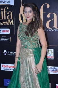 anchor manjusha at iifa awards 2017DSC_5780