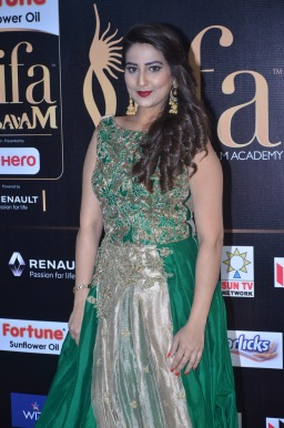 anchor manjusha at iifa awards 2017DSC_5782