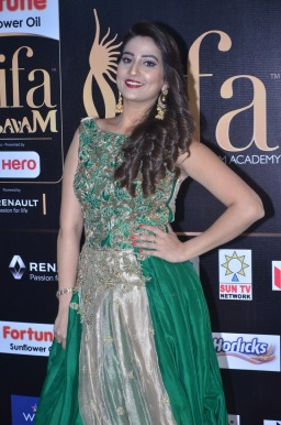 anchor manjusha at iifa awards 2017DSC_5785