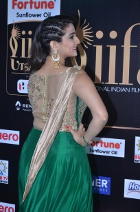 anchor manjusha at iifa awards 2017DSC_5823