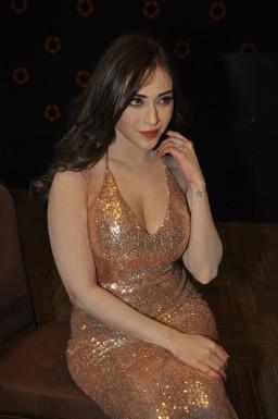 Angela Krislinzki (64)hot in rouge