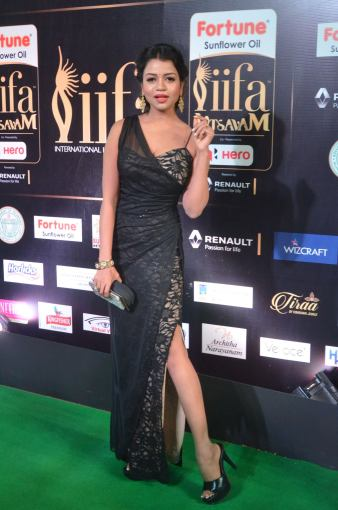 bhavya sri hot at iifa awards 2017 DSC_14650519