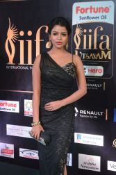bhavya sri hot at iifa awards 2017 DSC_14910545