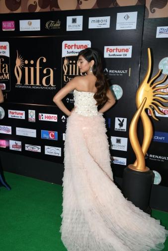 celebrities at iifa awards 2017 MGK_14750008