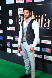 celebrities at iifa awards 2017 MGK_15700014
