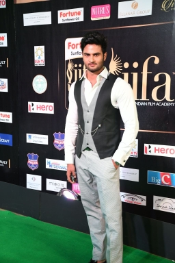 celebrities at iifa awards 2017 MGK_15720016
