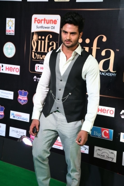 celebrities at iifa awards 2017 MGK_15740018