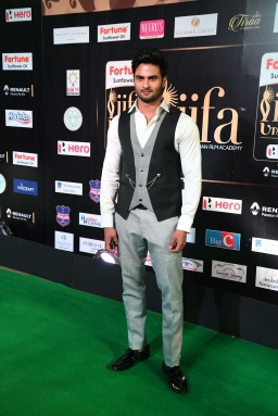 celebrities at iifa awards 2017 MGK_15760020