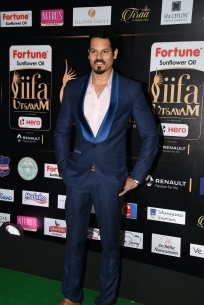 celebrities at iifa awards 2017 MGK_16120028