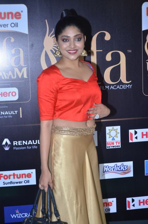 DSC_61870083samyukta hornad at iifa awards