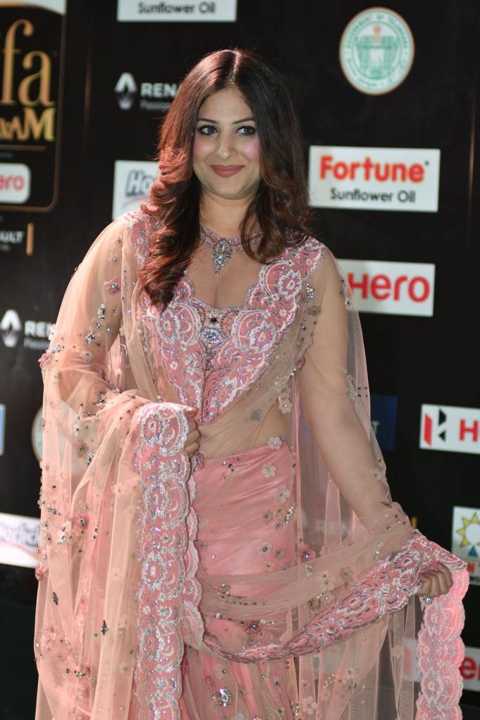 gowri munjal hot at iifa awards 2017 HAR_56390037