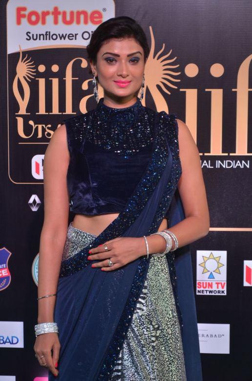 ishitha vyas hot at iifa awards 2017DSC_00940042