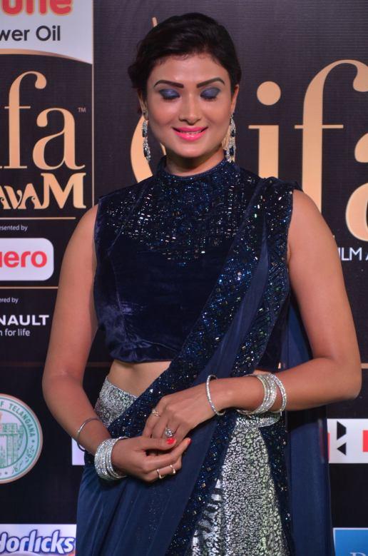 ishitha vyas hot at iifa awards 2017DSC_00960044