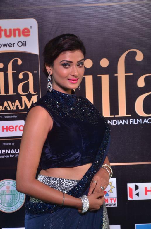 ishitha vyas hot at iifa awards 2017DSC_01010049