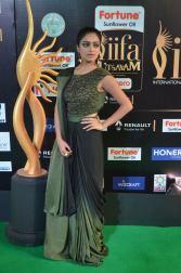 jnani iyer hot at iifa awards 2017Janani Iyer (18)