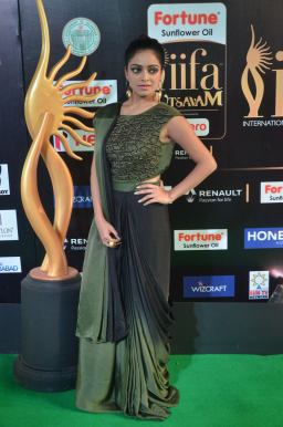 jnani iyer hot at iifa awards 2017Janani Iyer (23)