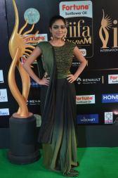 jnani iyer hot at iifa awards 2017Janani Iyer (3)