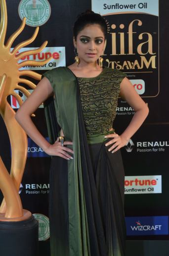 jnani iyer hot at iifa awards 2017Janani Iyer (7)