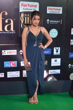 latha hegde hot at iifa 20171