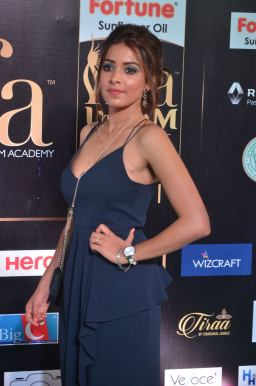 latha hegde hot at iifa 201728