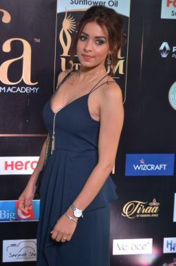latha hegde hot at iifa 201734