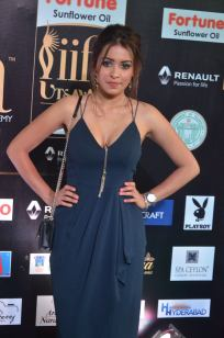 latha hegde hot at iifa 201741