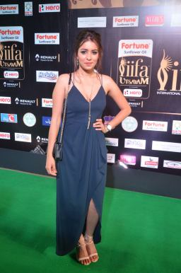 latha hegde hot at iifa 201751