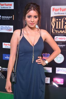 latha hegde hot at iifa 201756
