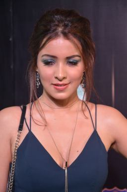 latha hegde hot at iifa 201759