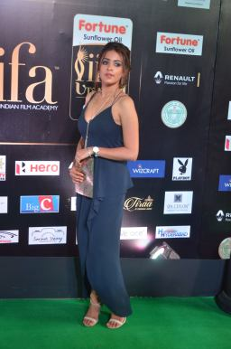 latha hegde hot at iifa 20176