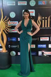 laxmi rai hot at iifa awards 2017DSC_88810052