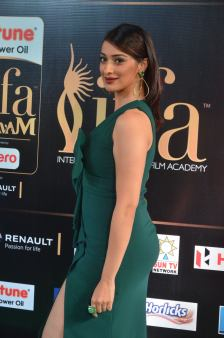 laxmi rai hot at iifa awards 2017DSC_89360105