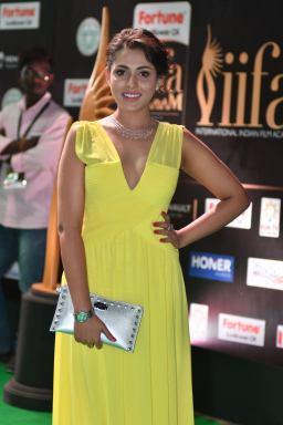 madhu shalini hot at iifa awards 2017 HAR_55540006