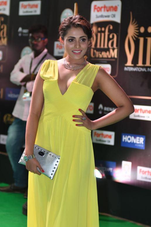 madhu shalini hot at iifa awards 2017 HAR_55580010