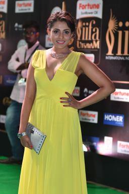 madhu shalini hot at iifa awards 2017 HAR_55630015