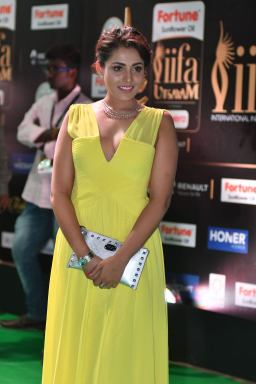 madhu shalini hot at iifa awards 2017 HAR_55650017