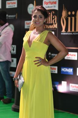 madhu shalini hot at iifa awards 2017 HAR_55800032