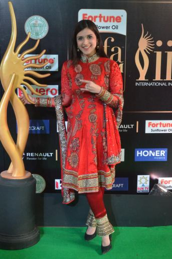 mannara chopra hot at iifa awards 2017 DSC_19000951